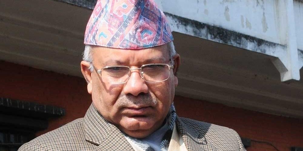 किन नेपाल परे स्थानीयको चपेटामा ? लाज शरम छैन भन्दै झम्टिदा नेपाल भागे गाडीभित्र फुत्त