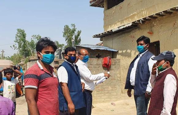 समाजवादीका नेता दासको विशेष सक्रियातामा श्रीपुर टोलमा दोश्रो दिन पनि माक्स-साबुन वितरण