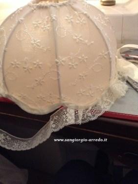 fase di preparazione, cappello per lampada da comodino.cappello lampada in pizzo,classico shabby, romantico,arredo