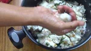 Kara kozhukattai -press dough