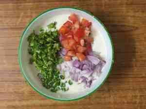 Rava uttapam -mix veggies