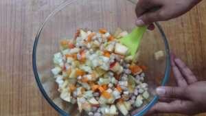 Peanut vegetable salad -serve