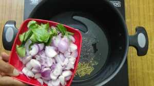 Thiruvathirai kuzhambu -onion,curry leaves