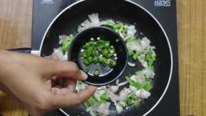 Egg bhurji -green chilli