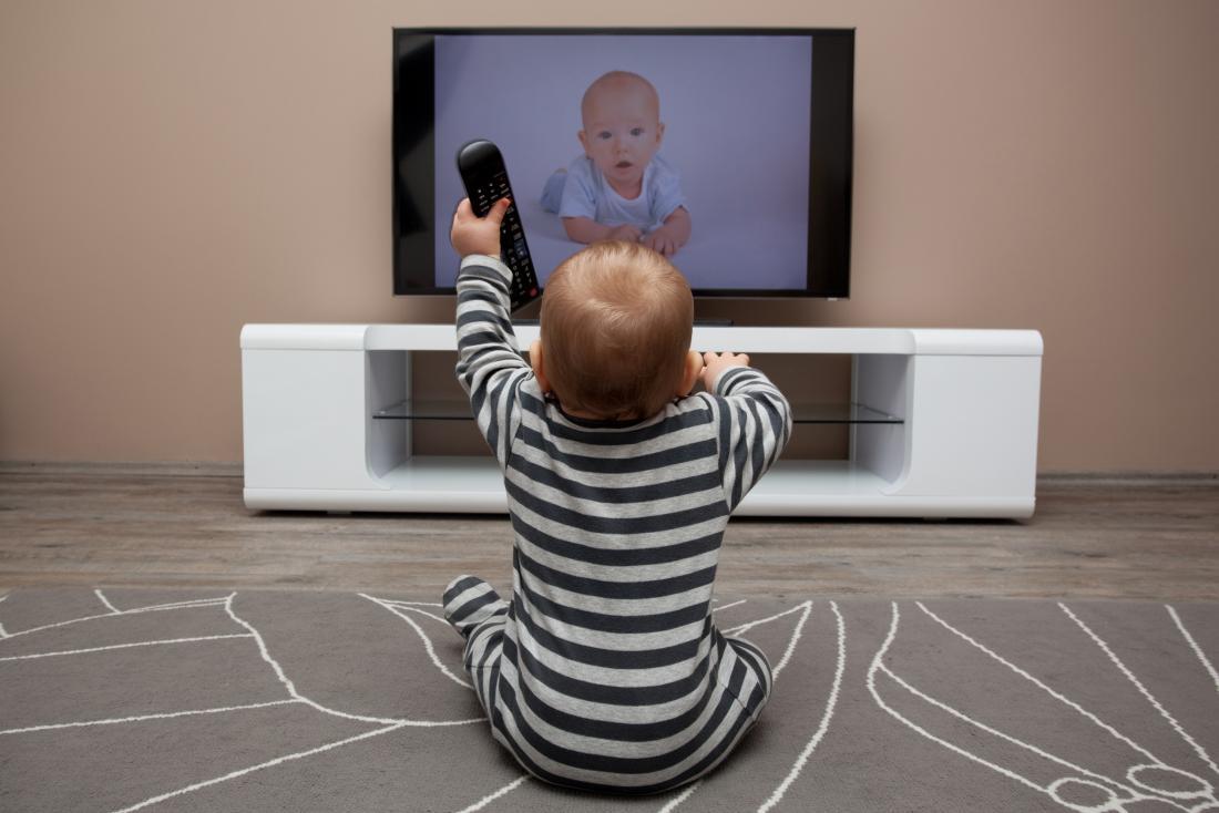 AI BIMBI UNA DOSE DI TV PRIMA DEI VIDEOGIOCHI…