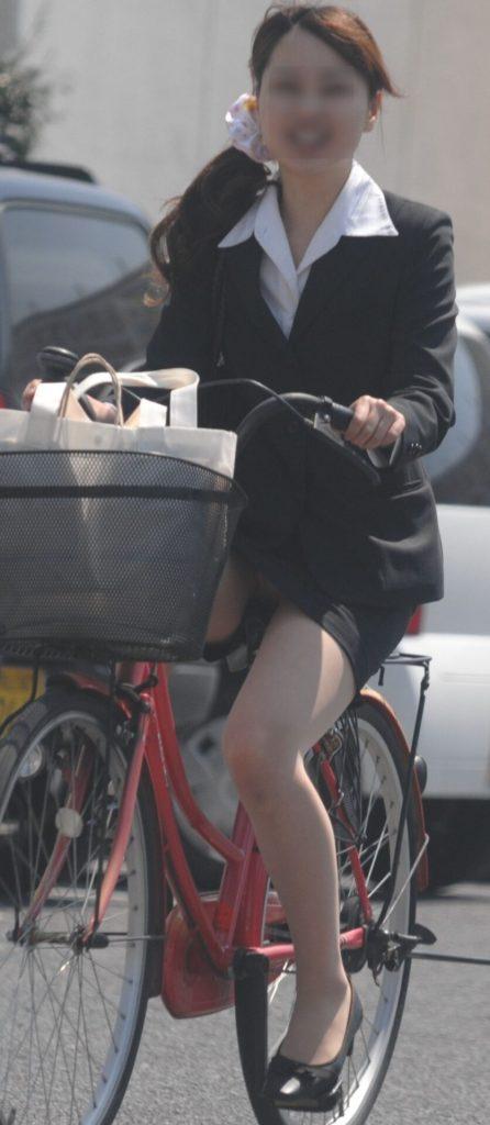 自転車パンチラ4