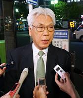 記者団の質問に答える民進党の小川敏夫参院議員会長=12日午後、東京都大田区