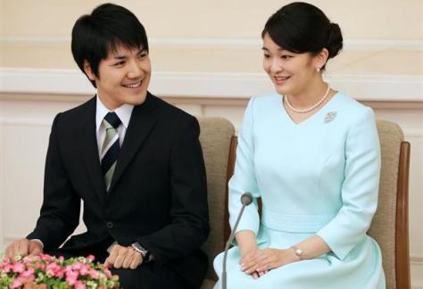 2017年9月、婚約が内定し記者会見される秋篠宮家の長女眞子さまと小室圭さん=東京・元赤坂の赤坂東邸