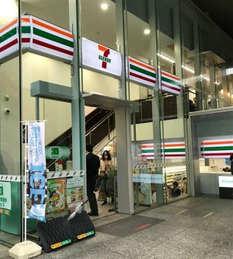 セブン-イレブンの店舗=5月10日、東京都千代田区
