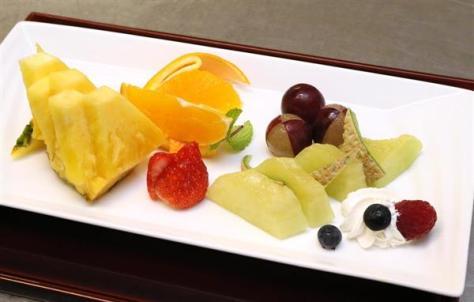 午前のおやつとして豊島将之八段が注文したフルーツ盛り合わせ =6日午前、兵庫県洲本市のホテルニューアワジ(志儀駒貴撮影)