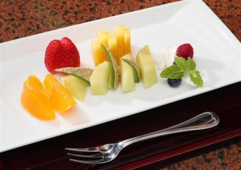 午後のおやつとして豊島将之八段が注文したフルーツ盛り合わせ =6日午後、兵庫県洲本市のホテルニューアワジ(志儀駒貴撮影)