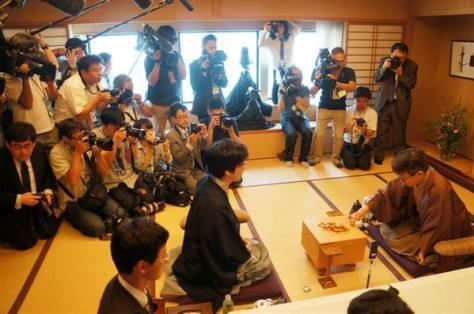第89期ヒューリック棋聖戦五番勝負の最終第5局は、注目の大一番とあって、大勢の報道陣が詰めかけた=17日午前、東京都千代田区の都市センターホテル