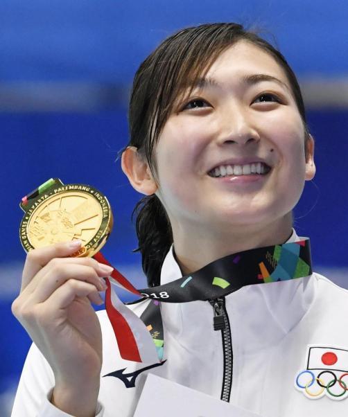 ジャカルタ・アジア大会の競泳女子50メートル自由形で優勝した池江璃花子さん。日本選手で1大会最多となる金メダル6個を獲得した=8月24日(共同)