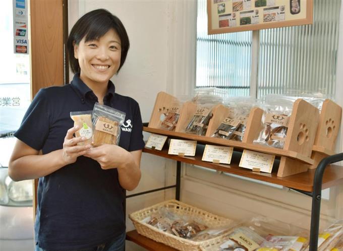 高知県産の食材のみを使ったペットフードを開発した「WANLIFE」代表の梅原俊順さん=高知県四万十市