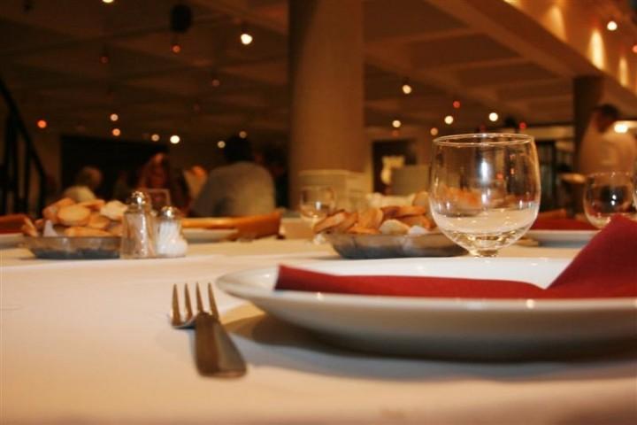 "Pequeños grandes abusos a consumidores: ""servicio de mesa en ..."