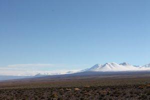En la gráfica, la Alta Puna de Atacama (4.250-3.250 msnm) coronada por volcanes.