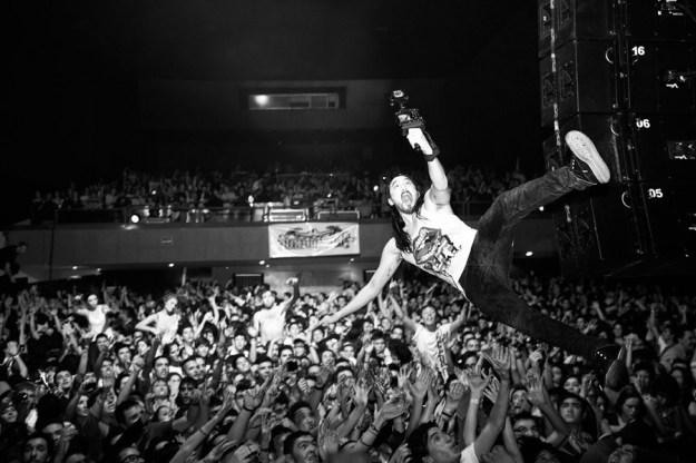 Steve-Aoki-Live-Stage-Dive