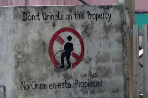 urinate-punta-gorda-belize-sign