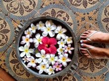 toes-and-flowers