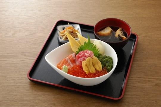今日のキラキラ逸丼!「弁慶鮨」