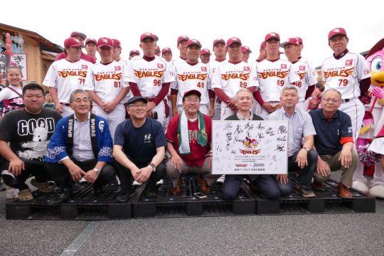 楽天イーグルス・日本ハムファイターズの選手が商店街に来ました!
