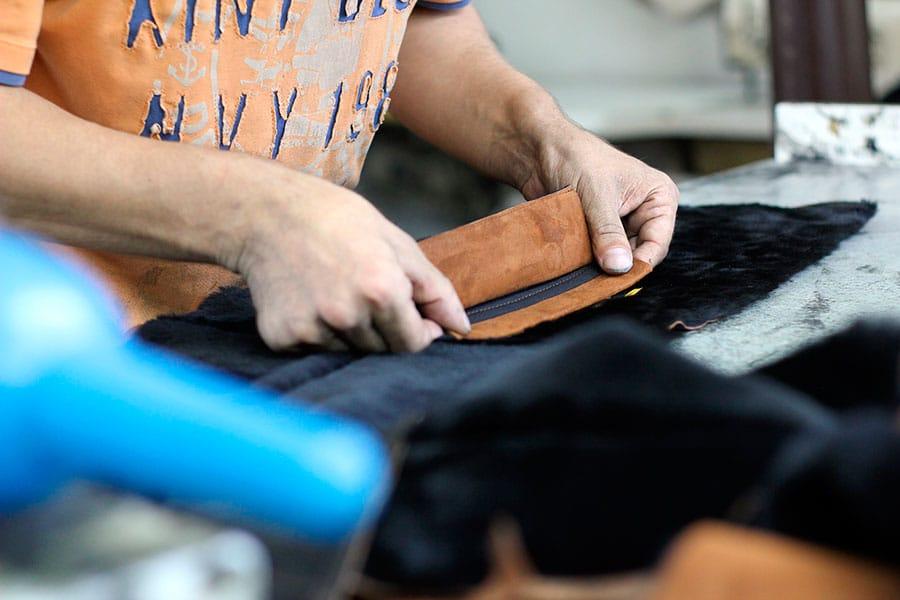 Localização, infraestrutura, etiquetas para roupas: saiba do que você precisa para abrir uma confecção