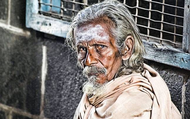 Temple beggar donates silver crown worth Rs 1.5 lakh to Lord Ram