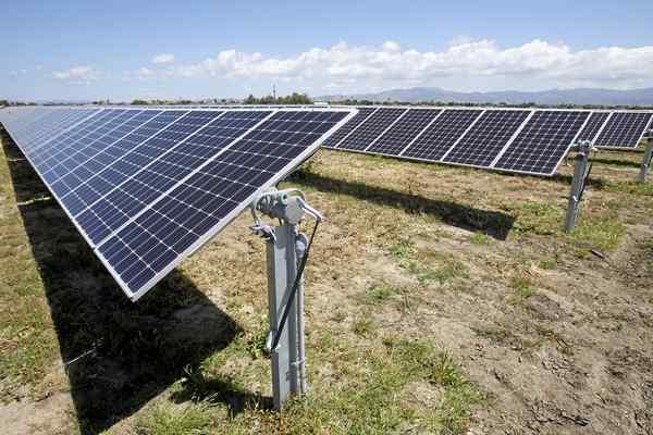 Salinas debuts solar farm