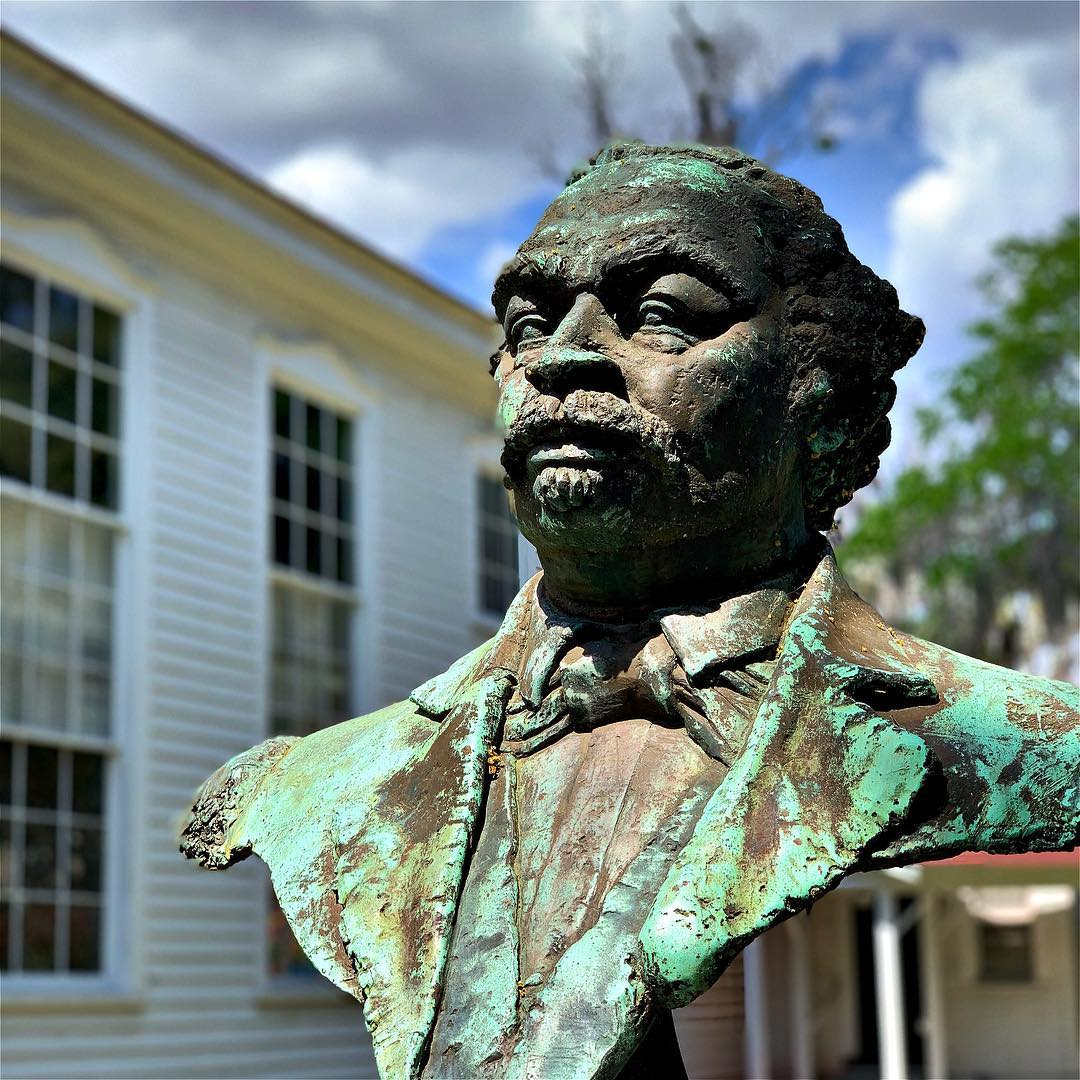 Robert Smalls. US Congressman. Beaufort & Gullah icon. . . . . . #latergram #sc #beaufort #bft #home #gullah #statue