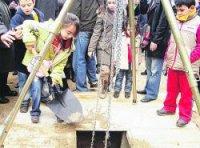 Niños en el acto de ayer en la Rambla de Fondo.(J. P. Beckley / Acn)