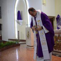 Missa marca onze anos da chegada do padre Robert