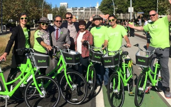 State Assemblymember Richard Bloom (center left) poses with community members, Santa Monica City staff, Cyclehop employees and SBLA's Joe Linton on the day of Breeze Bike Share's launch.