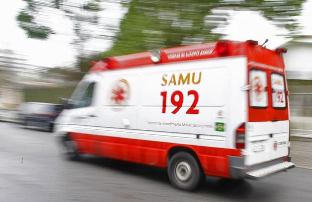 SAMU socorre dois homens após acidentes em Itaúna