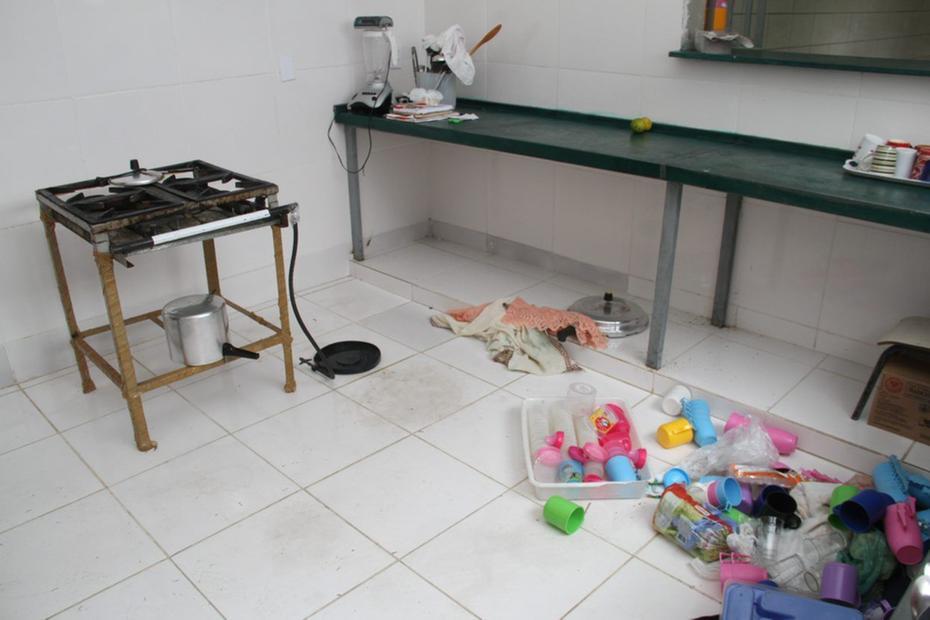Ladrões invadem creche e furtam presentes de Páscoa e alimentos