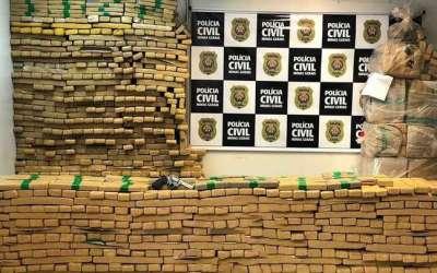 Polícia apreende 1,4 tonelada de maconha na 262