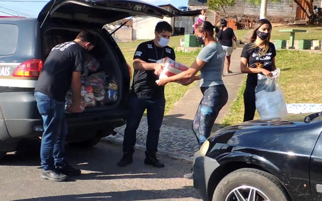 """Policia Civil de Itaúna faz entrega da campanha """"Doe com Amor"""""""