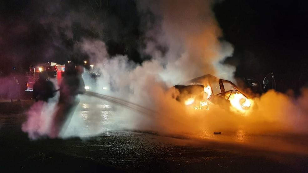 Motorista morre carbonizado após acidente