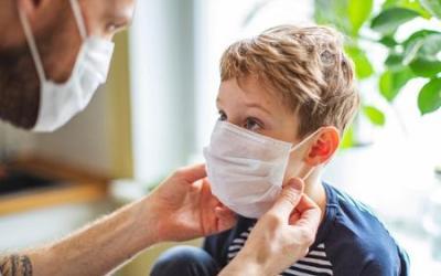 Ministério monitora síndrome em crianças associada à Covid-19