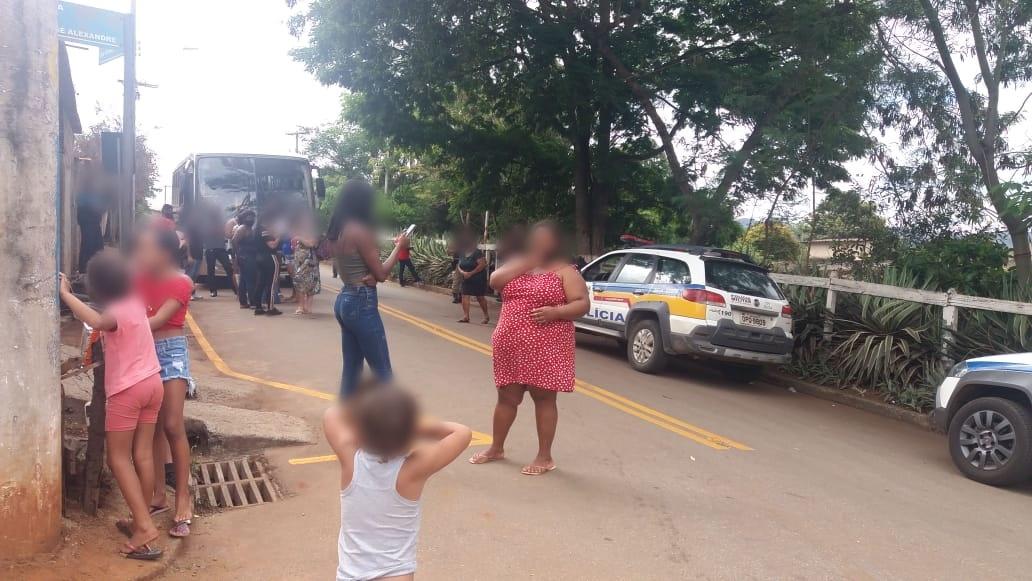 Moradores de Pinheiros fazem protesto por causa do transporte público