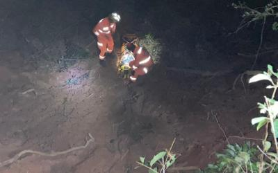 Mulher desaparece e é encontrada em buraco com 7 metros de profundidade em Itaúna