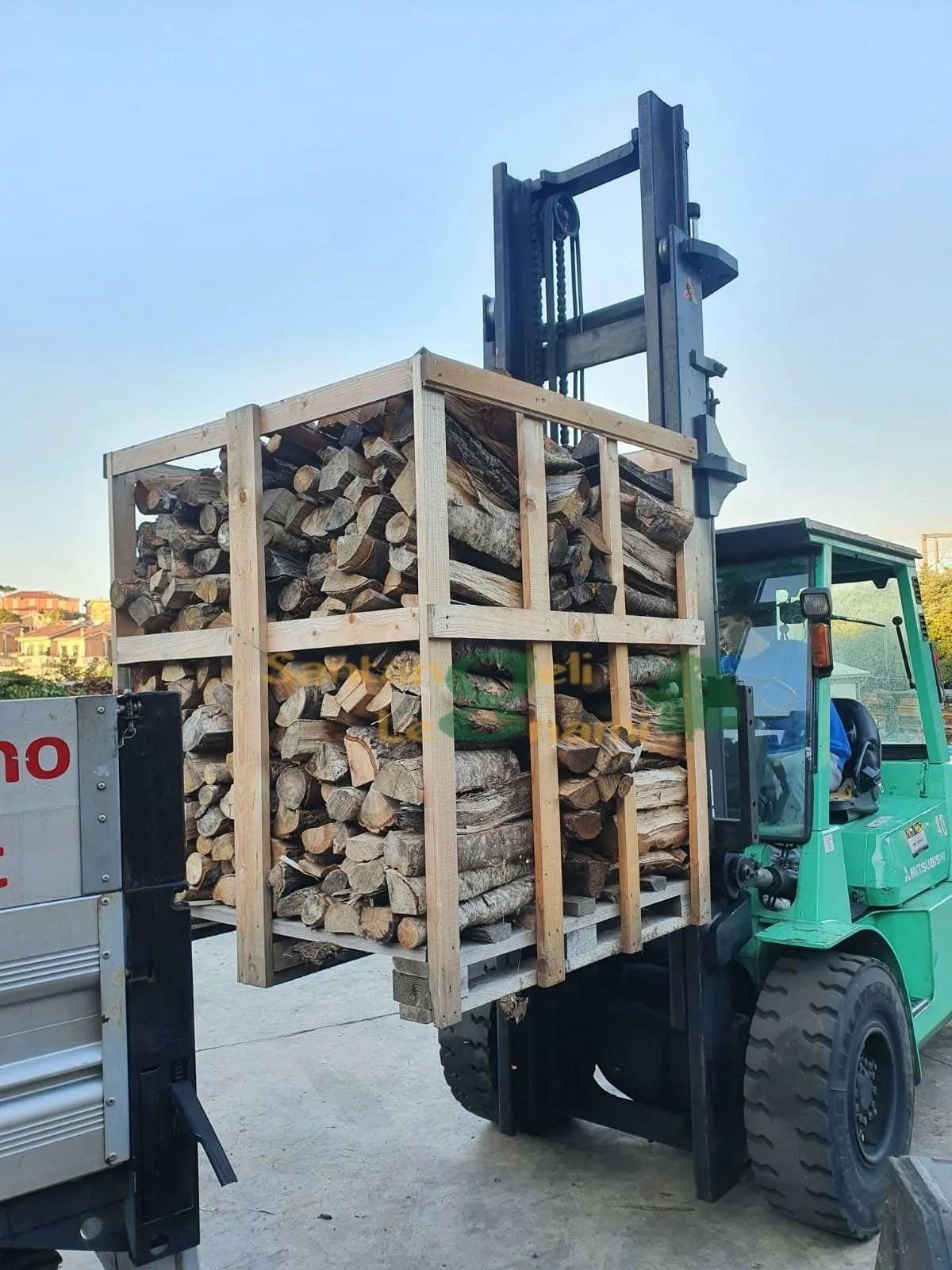 bancale legna di faggio accatastata
