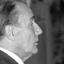 Il giorno in cui François Mitterrand sequestrò le reliquie di Santa Teresa