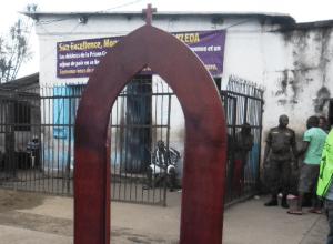 porta_santa_prigione_douala_camerun_sant_egidio