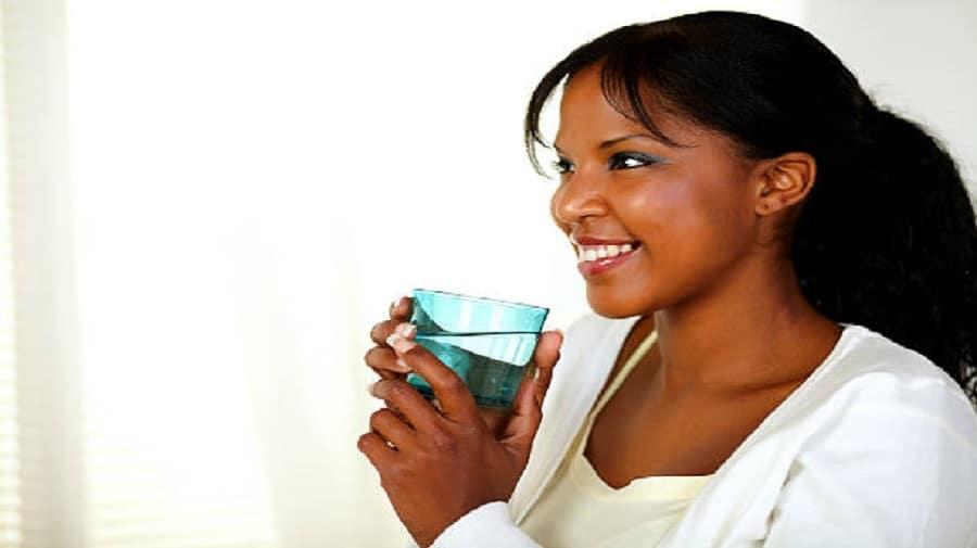 Comment l'eau peut vous aider à calmer une crise cardiaque - Santé Peau Noir
