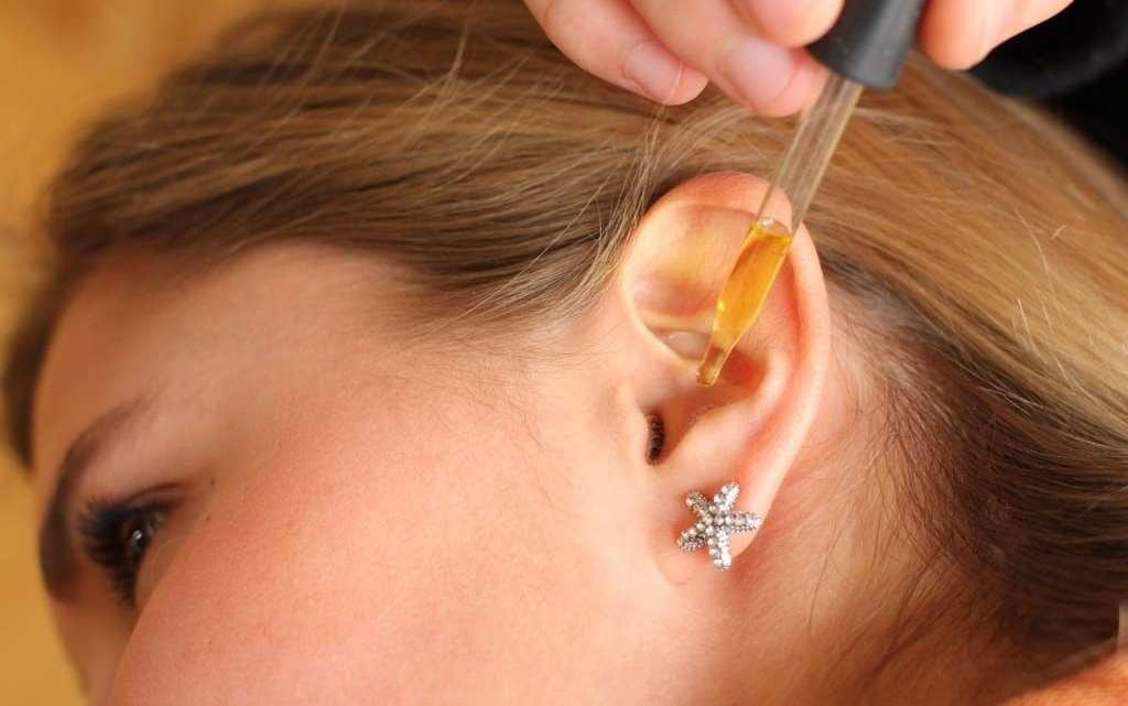 Des gouttes de ce simple remède naturel dans vos oreilles et vous pouvez dire au revoir à la surdité!