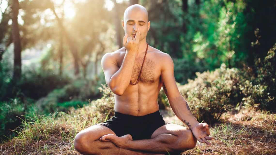 Exercice de respiration Pranayama pour arrêter le ronflement