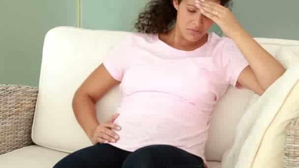 Retrait d'un fœtus mort de l'utérus dans les 3 jours suivant une fausse couche