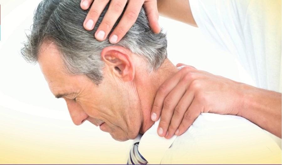 Comment traiter une entorse au cou : 6 remèdes magiques nuque raide
