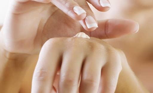 Comment rendre mes mains plus féminines?