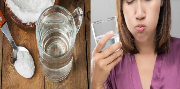 femme buvant du sel et de l'eau.